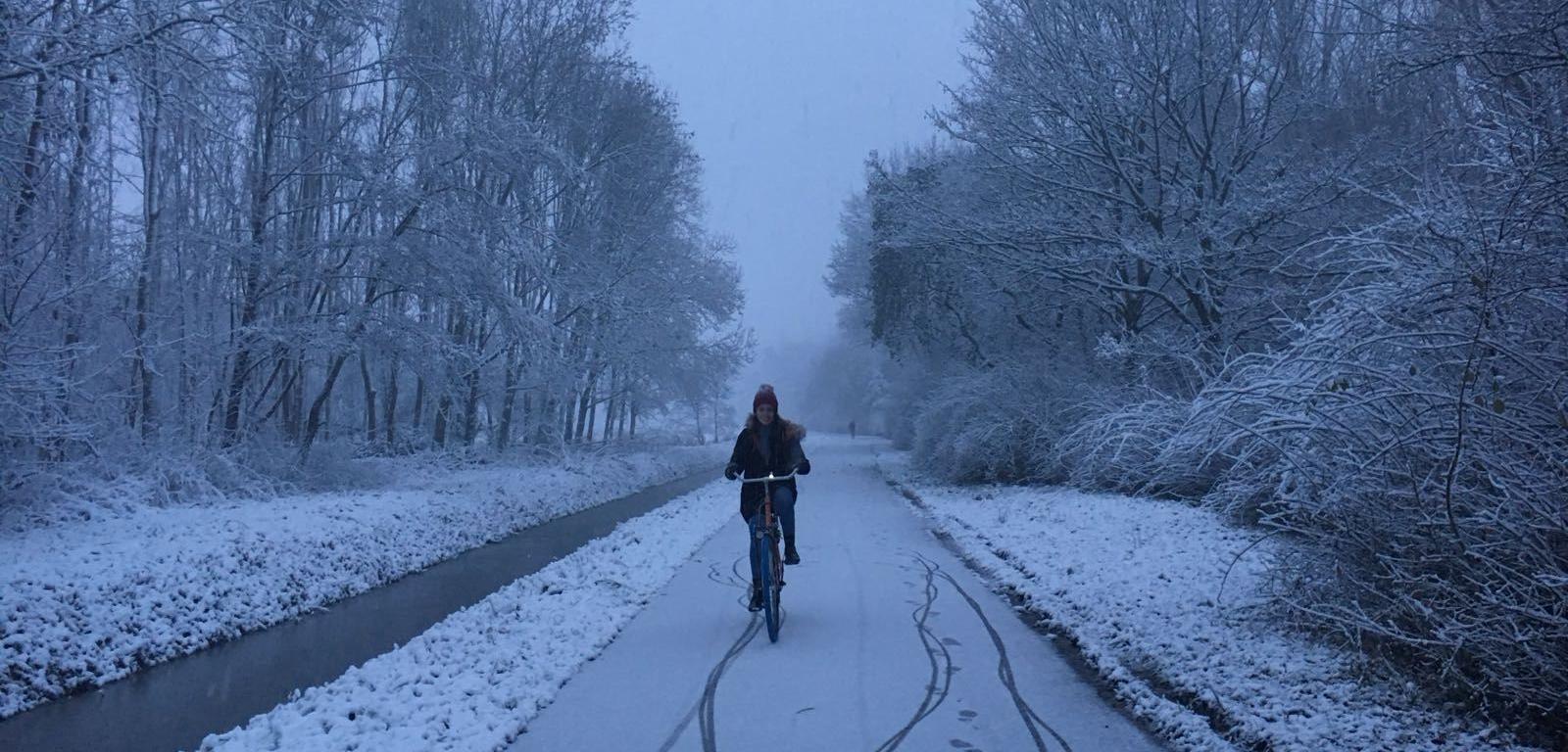 Andando en bici en la nieve
